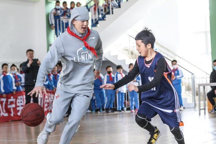 CBA:遼寧男籃休賽期走進校園